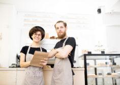 https://sezon.gr/wp-content/uploads/2020/04/confident-team-of-coffee-shop-6RFMDJ3-236x168.jpg